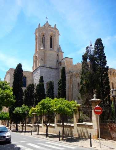 Basilica of Tarragona - Side street view