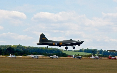 Unbelievable sound and sight - B17 on take off