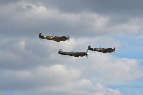 Supermarine Spitfires in tight formation