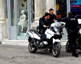 Athens Police use the 650 Vstrom for chasing the bad guys