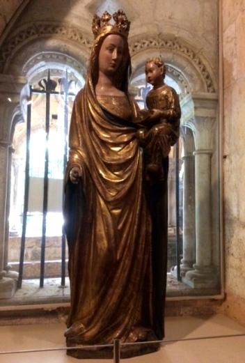 A very serene face on the Virgin Mary