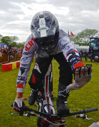 High Five, trials bike action