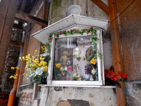 Example of shrines found in many courtyards