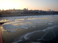 Vew across the Vistula river to Old Town as the ice forms