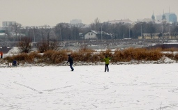 Skating on the Vistula river. It looks so exhilarating!