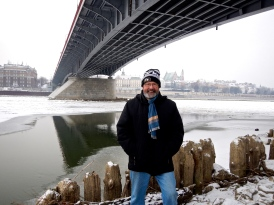 Span enjoying the snow and ice on the banks of the Vistula river - Praga side