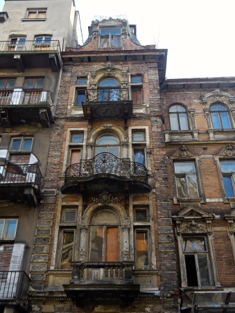 Beautiful untouched Paraga buildings - many still empty - waiting to be claimed... Or not!