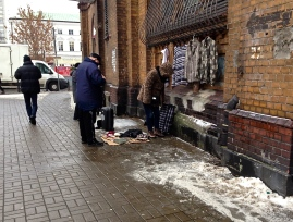 Hala Mirowska market street traders still come even in the snow
