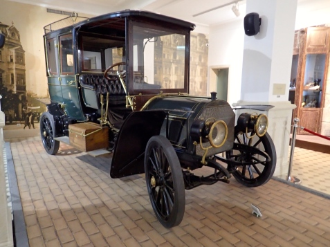 Mercedes car from 1905 brought by Prince Ferdinand I for ' the needs of the Palace'