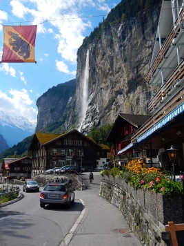 The beautiful Village of Lauterbrunnen - who would build a village under a waterfall ?