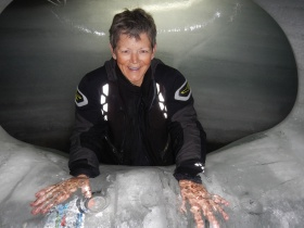 Cooling down the hands in the Ice Palace