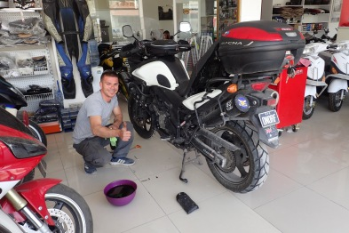 Getting a hand to change the oil (in show room..) Avanos Turkey